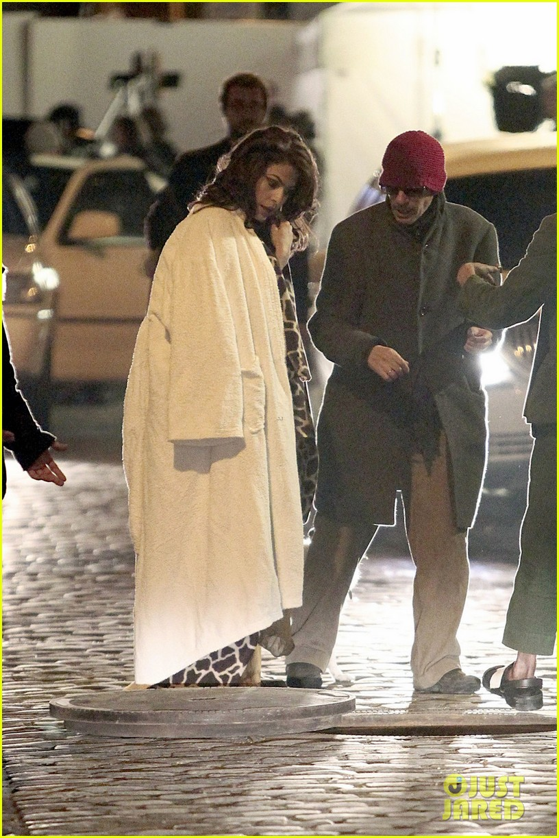 eva mendes bundles up on set of holly motors 05