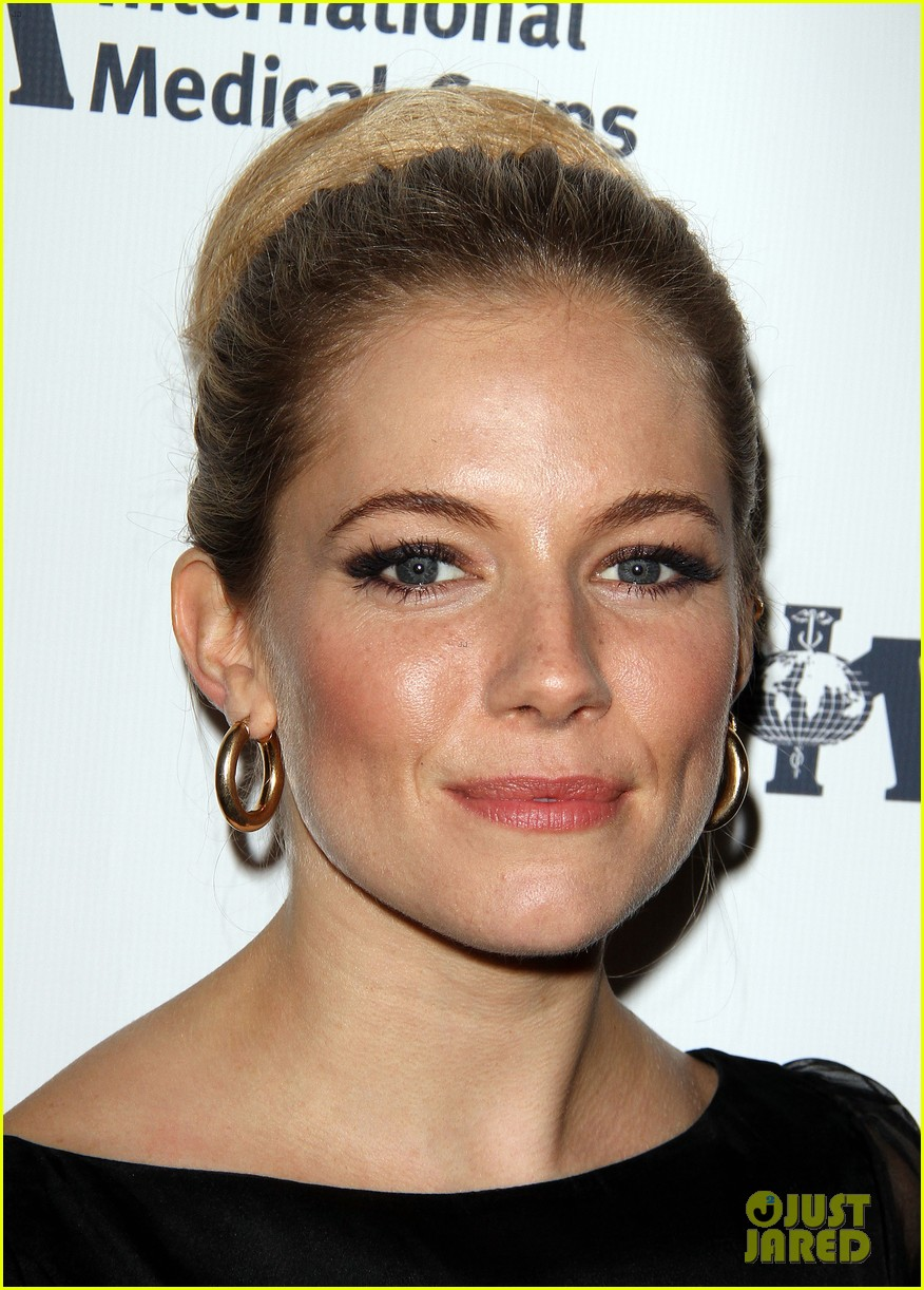 sienna miller medical corps awards celebration 11