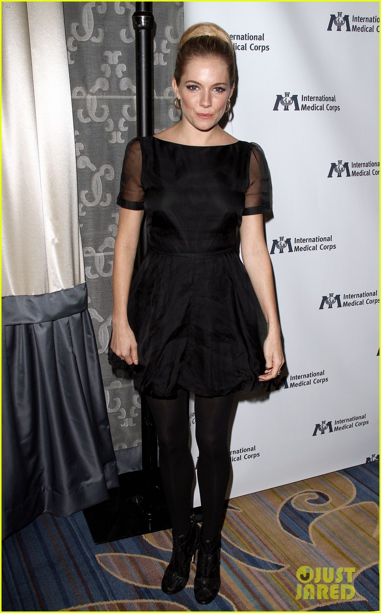 sienna miller medical corps awards celebration 14