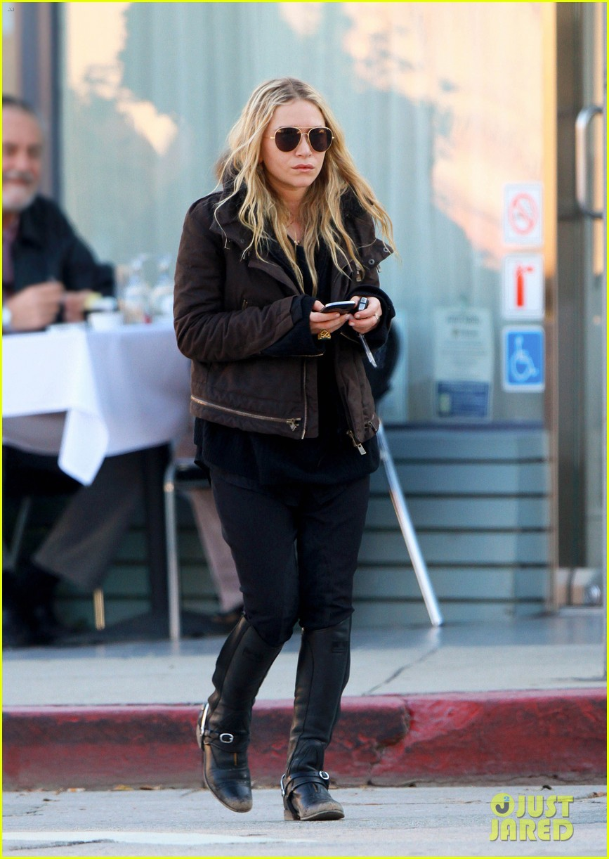mary kate olsen lunches in west hollywood 03