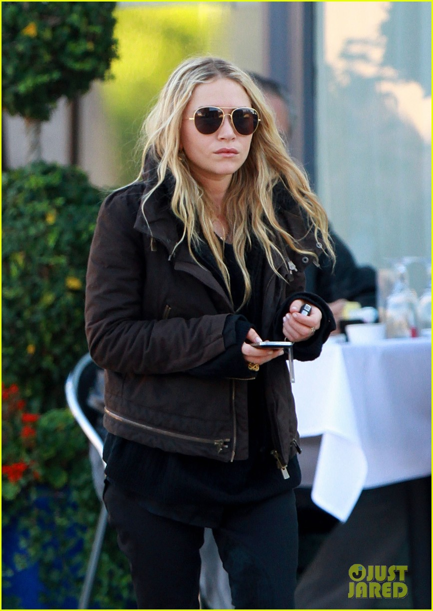 mary kate olsen lunches in west hollywood 07