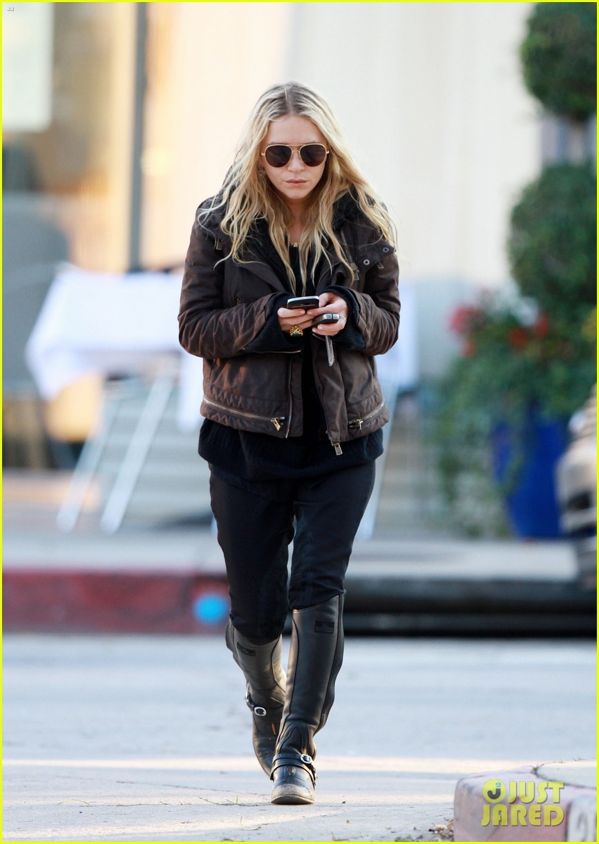 mary kate olsen lunches in west hollywood 08