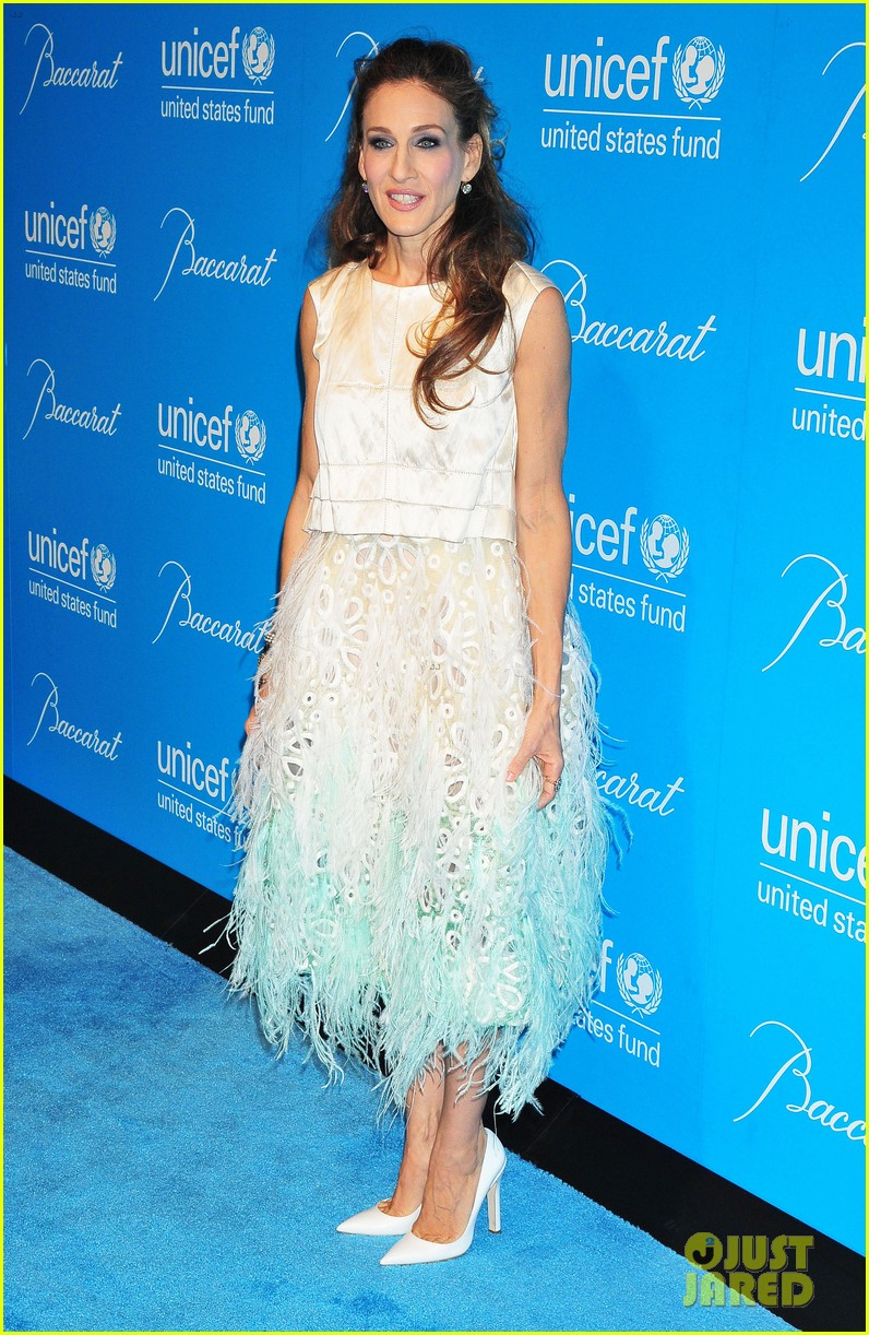 sarah jessica parker uma thurman 2011 unicef snowflake ball 12