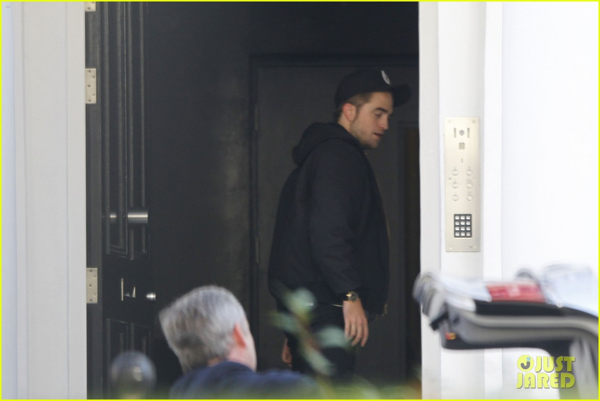 robert pattinson yawn 05