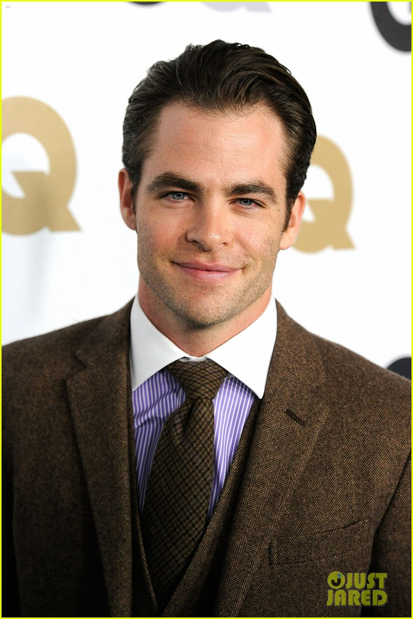 chris pine gq men of the year party with zachary quinto 04