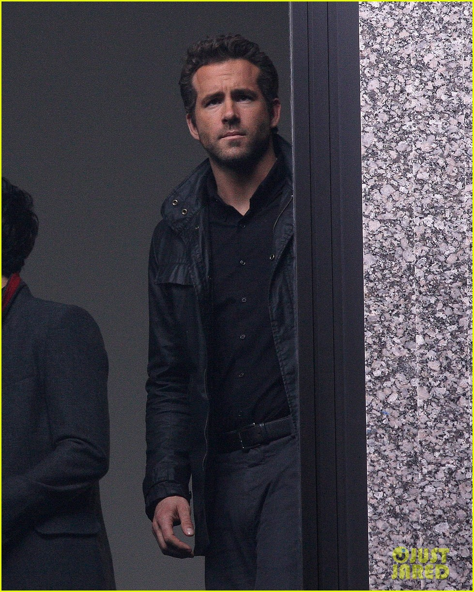 ryan reynolds learns robot 042595601