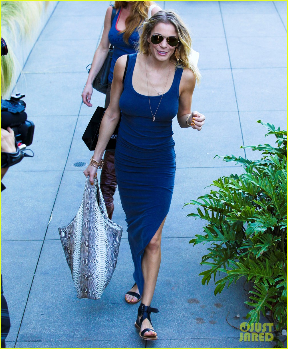 leann rimes thanksgiving weekend with the family 112604234
