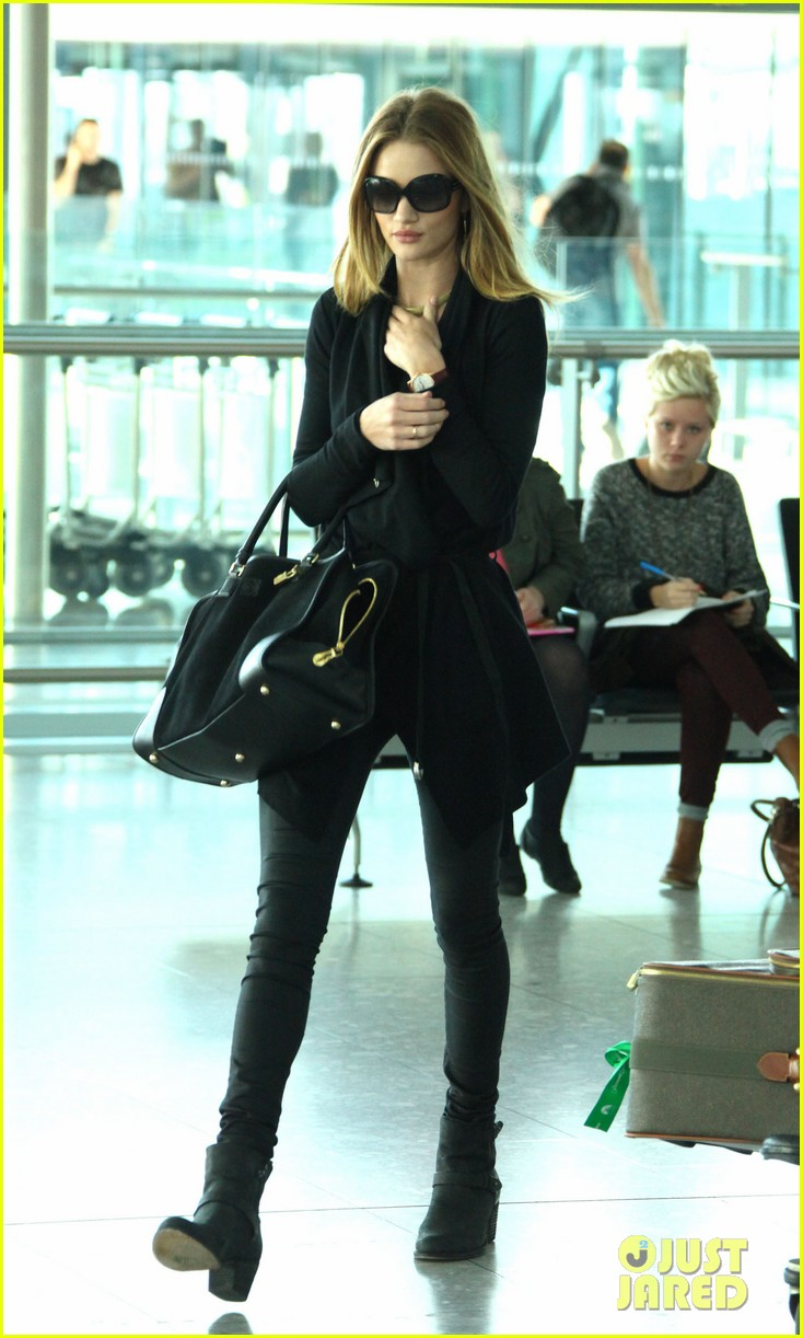 rosie huntington whiteley black outfit heathrow 03