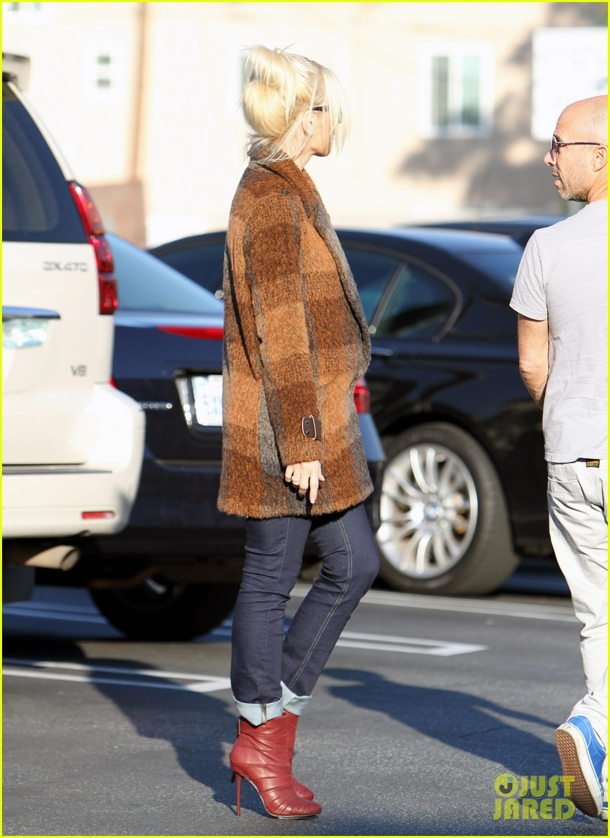gwen stefani out about brentwood 01