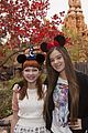 hailee steinfeld tavi gevinson disneyland 03
