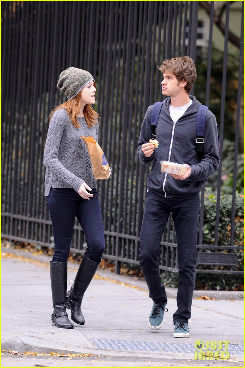 emma stone andrew garfield new york stroll 01
