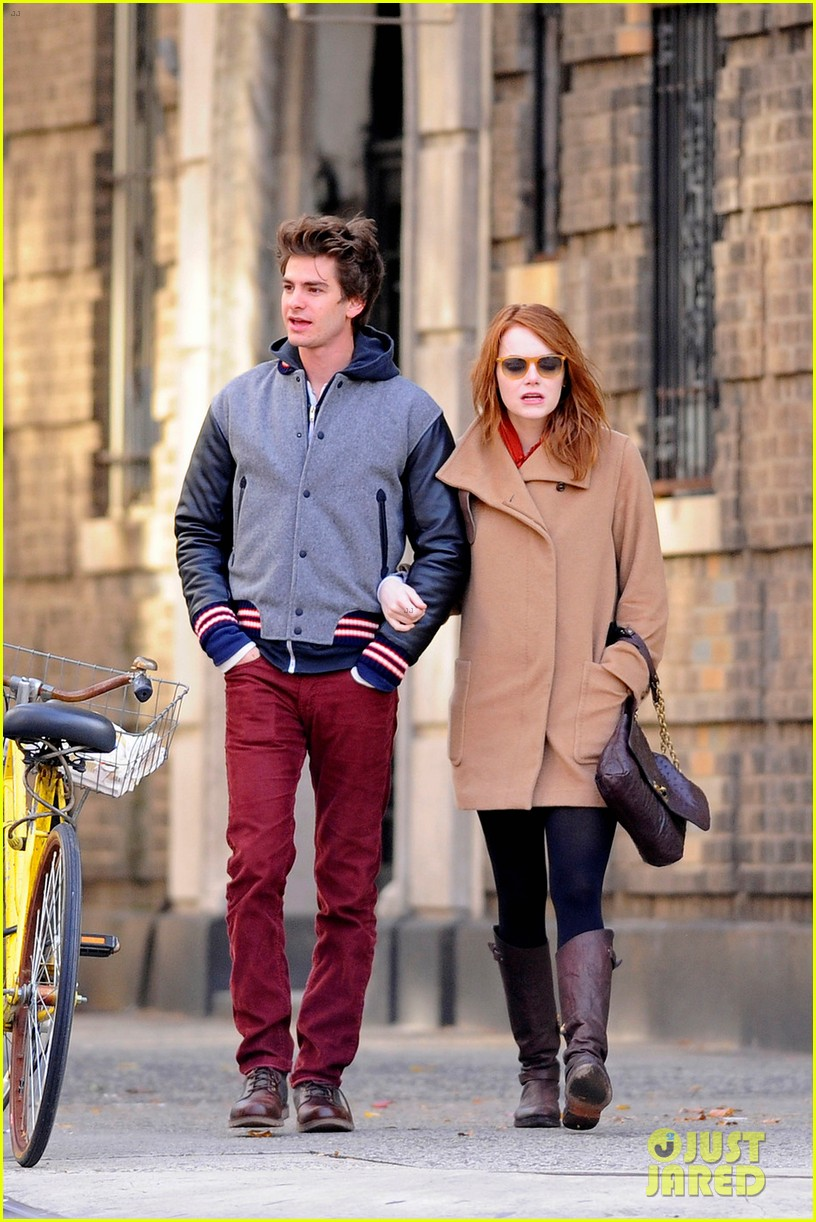 emma stone andrew garfield holding hands in nyc 01