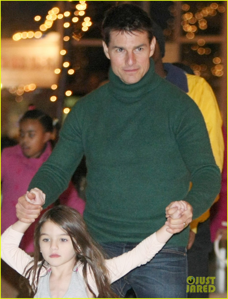 suri cruise ice skating 06