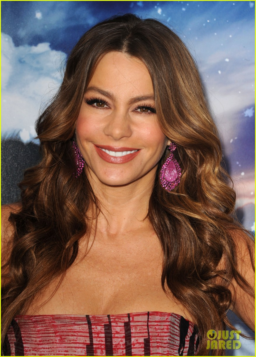 sofia vergara pink happy feet premiere 06