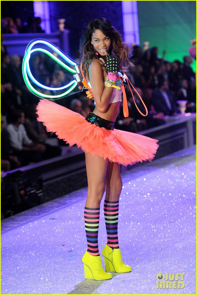 erin heatherton lily aldridge chanel iman victorias secret fashion show 012598737