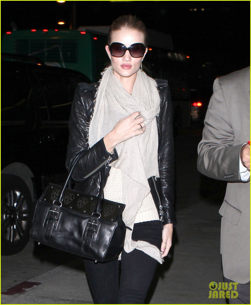 rosie huntington whiteley lax departure 02