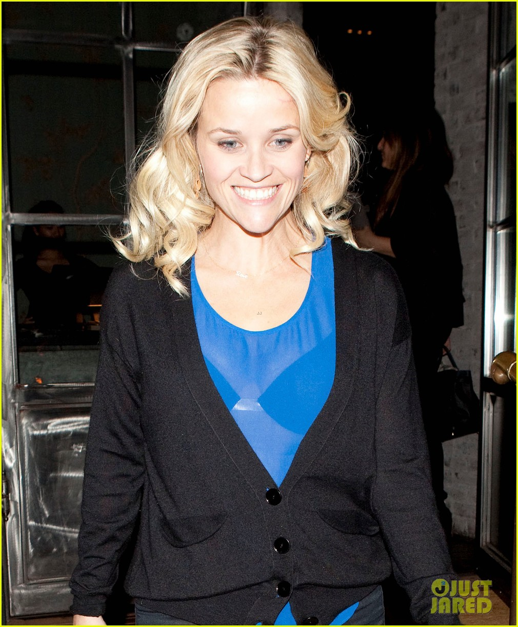 reese witherspoon ditches python bag after peta complaint 03