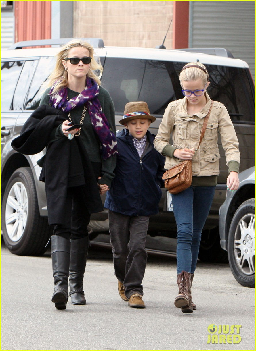 reese witherspoon family church 03