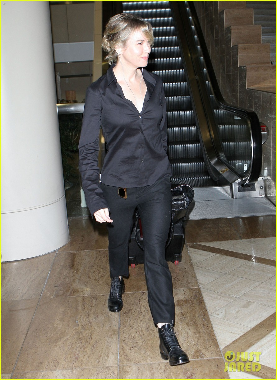 renee zellweger lax flight 01