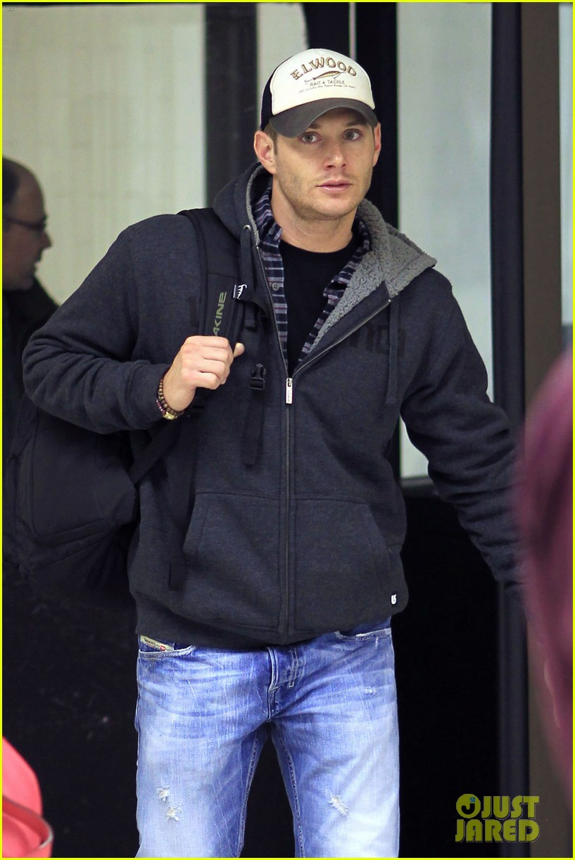 jensen ackles airport 05