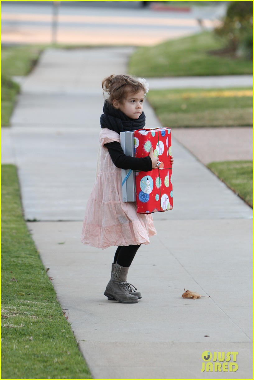 jessica alba birthday party drop off 06