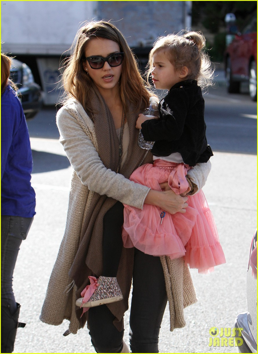 jessica alba honor is the best big sister 082610758