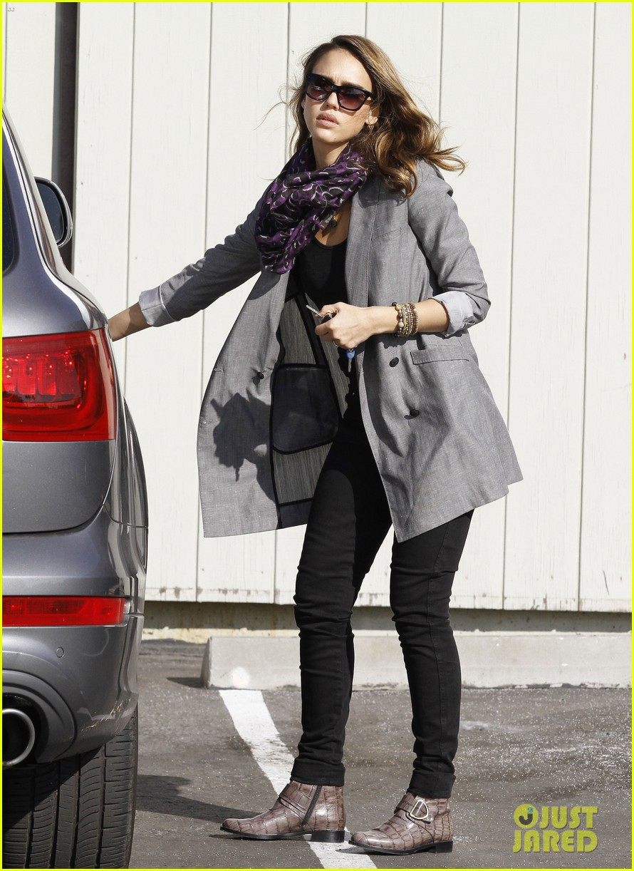 jessica alba toys r us stop with baby haven 132611706