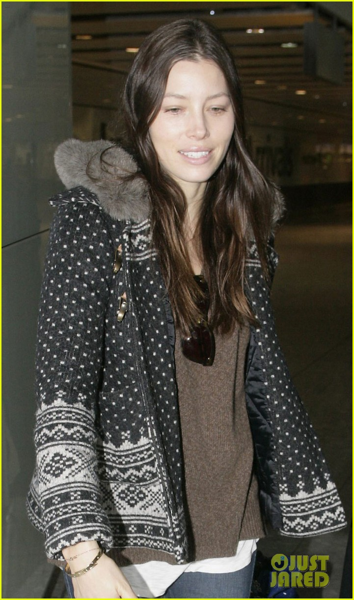 jessica biel heathrow 03