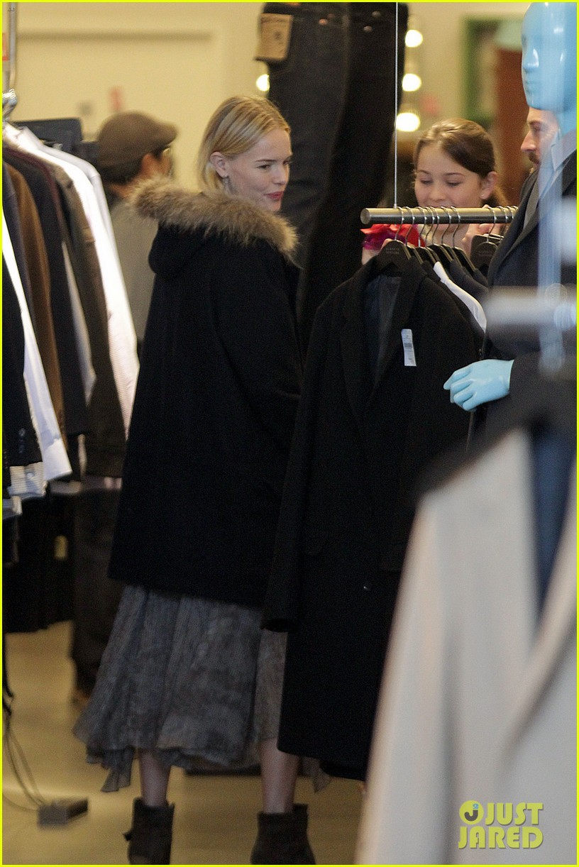 kate bosworth shops with michael polish daughter 052609007