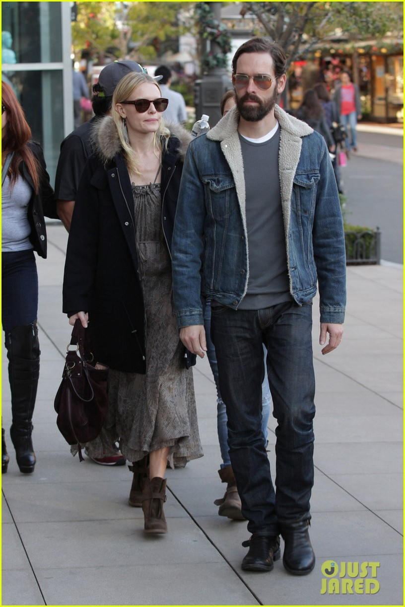 kate bosworth shops with michael polish daughter 11
