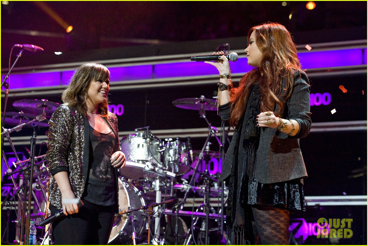 kelly clarkson jingle ball performance 08