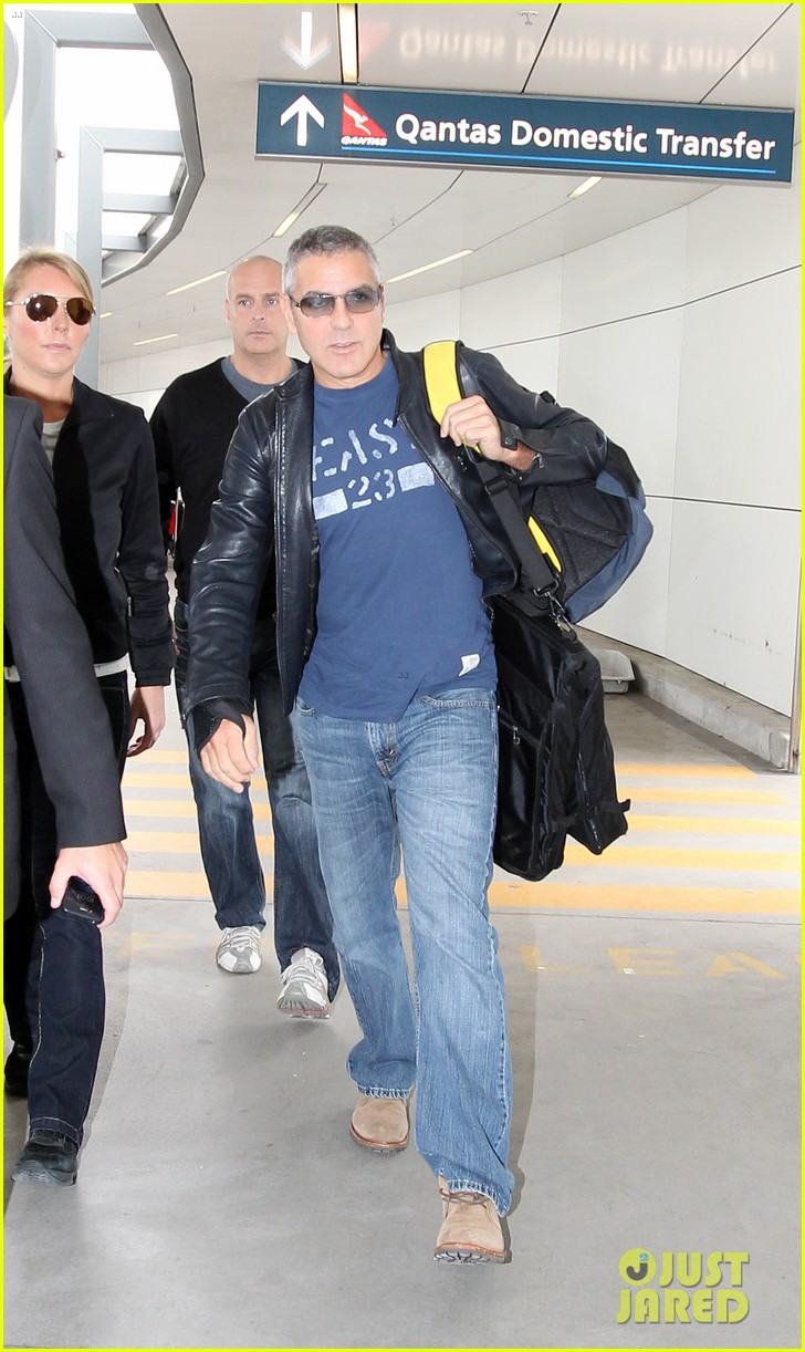 george clooney sydney departure 01