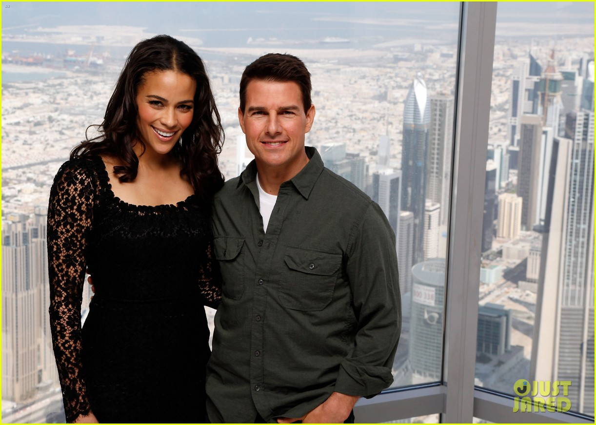 tom cruise ghost protocol press conference in dubai 06
