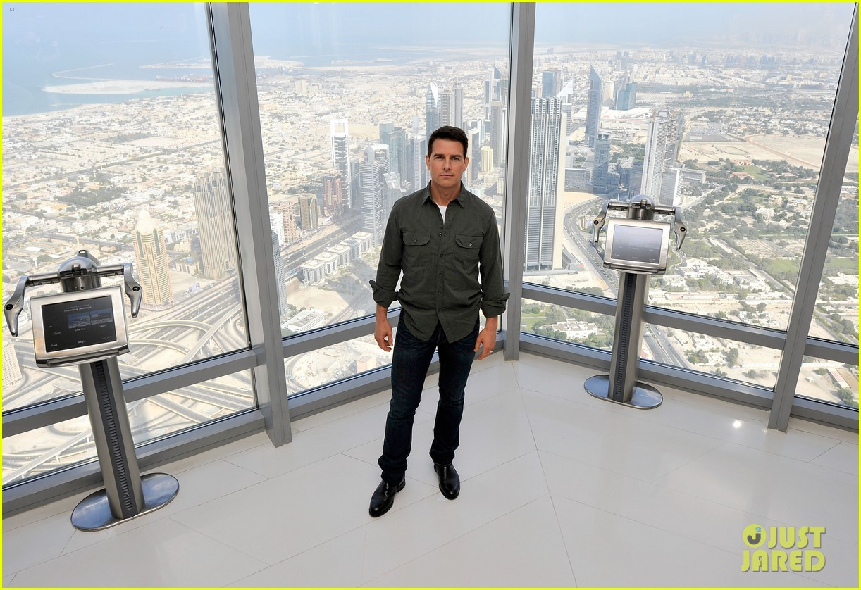 tom cruise ghost protocol press conference in dubai 12