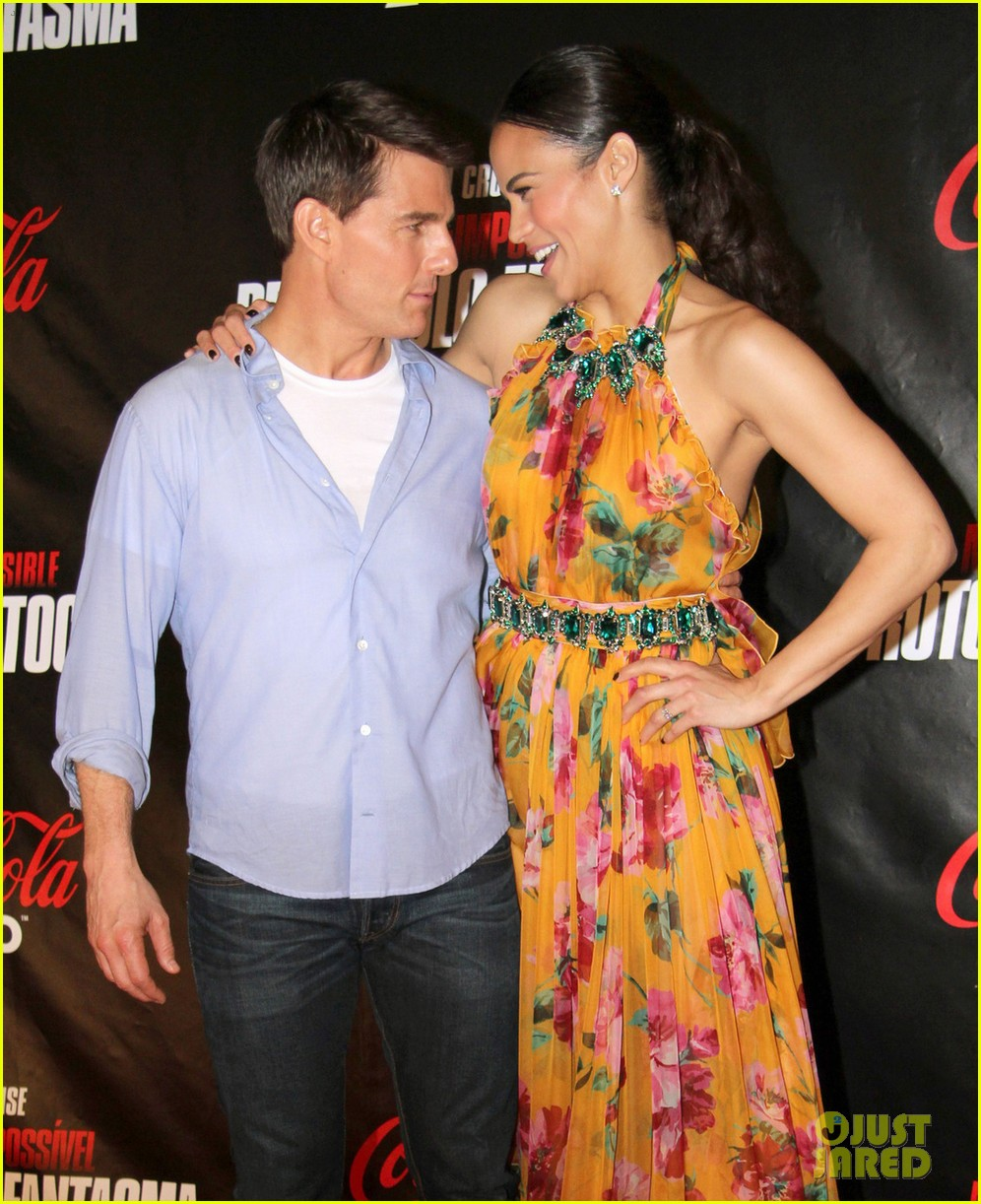 tom cruise paula patton ghost protocol in rio 01