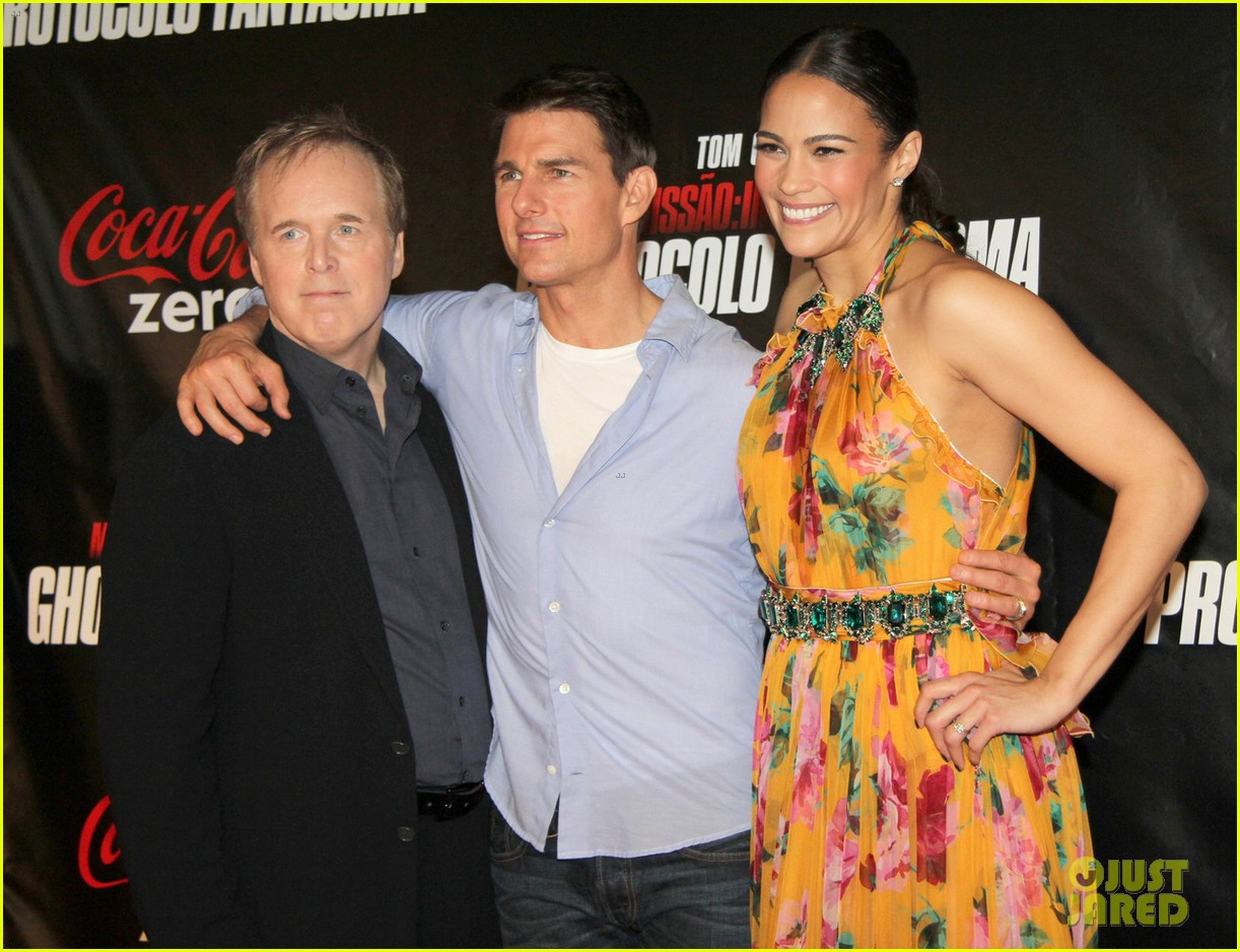 tom cruise paula patton ghost protocol in rio 03