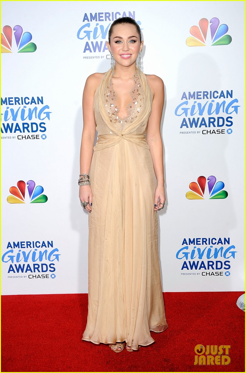 miley cyrus american giving awards 2011 10