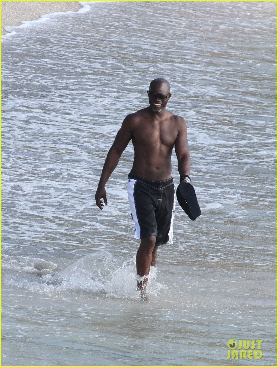 djimon hounsou shirtless 29