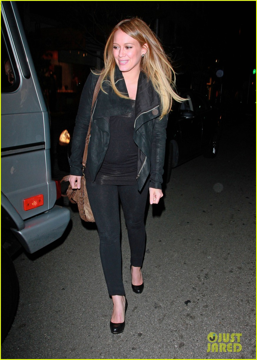 pregnant hilary duff mastros steakhouse 02