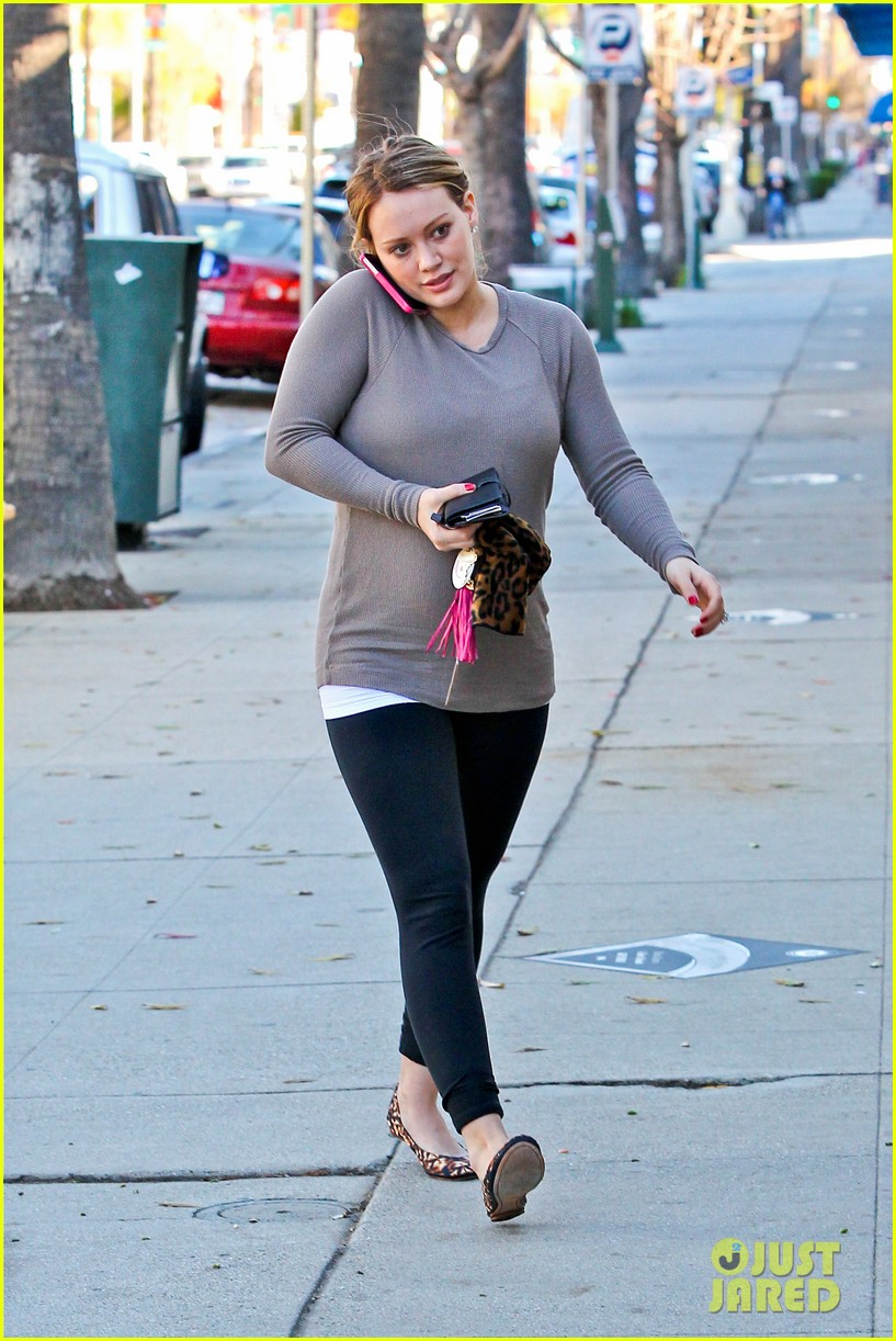 hilary duff pet store shopping 09