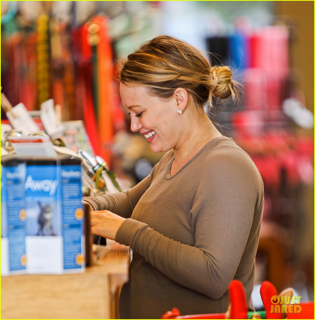 hilary duff pet store shopping 17