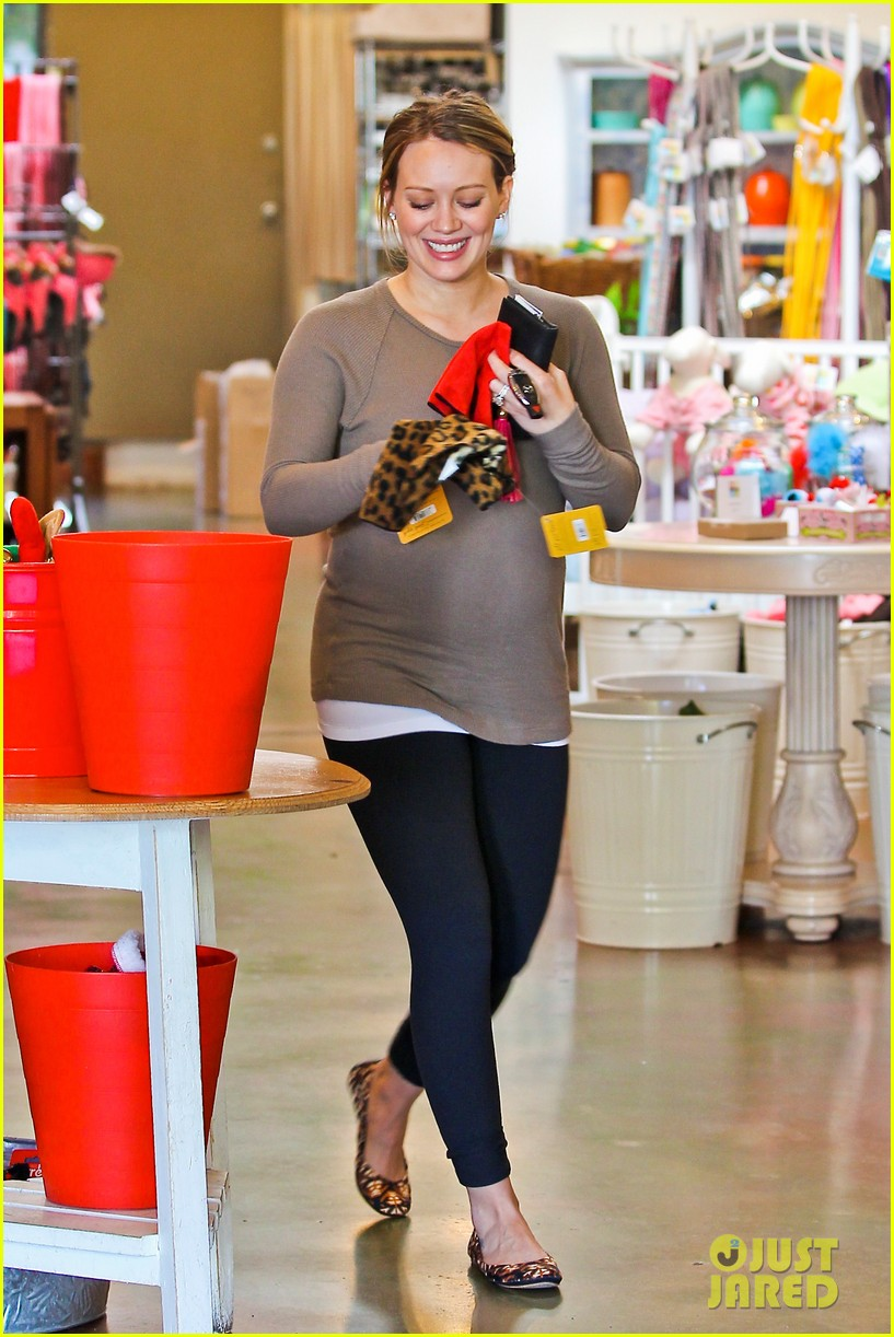 hilary duff pet store shopping 18