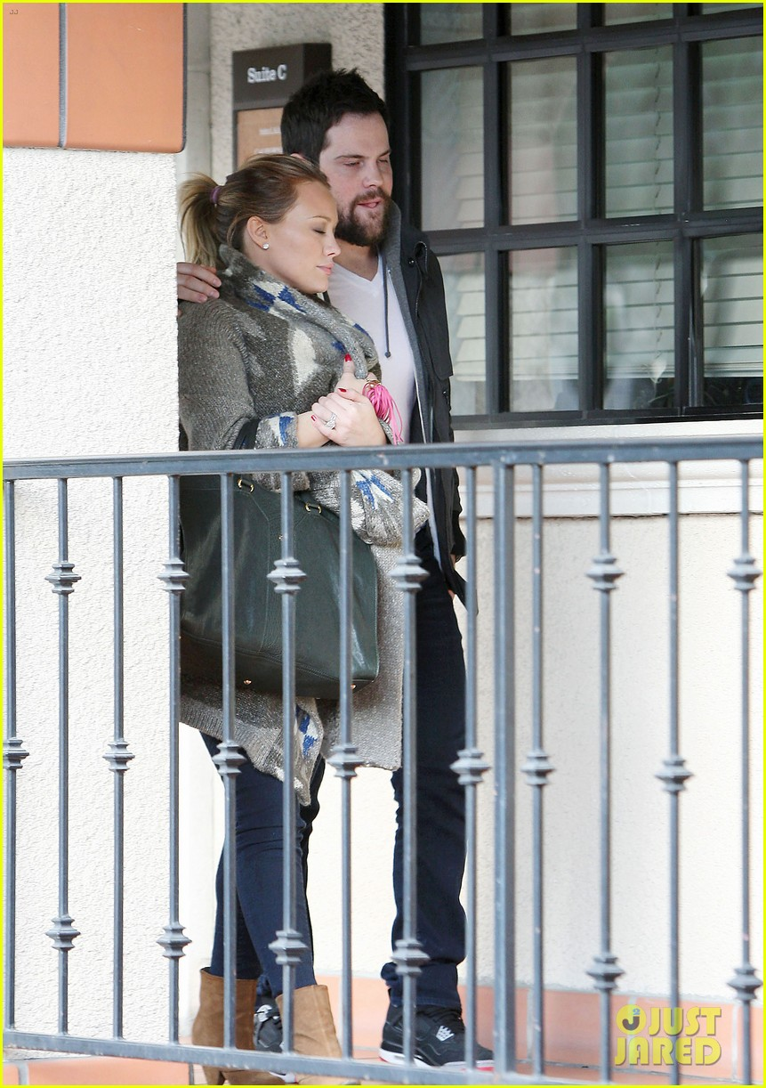 hilary duff dinner date mike comrie 02