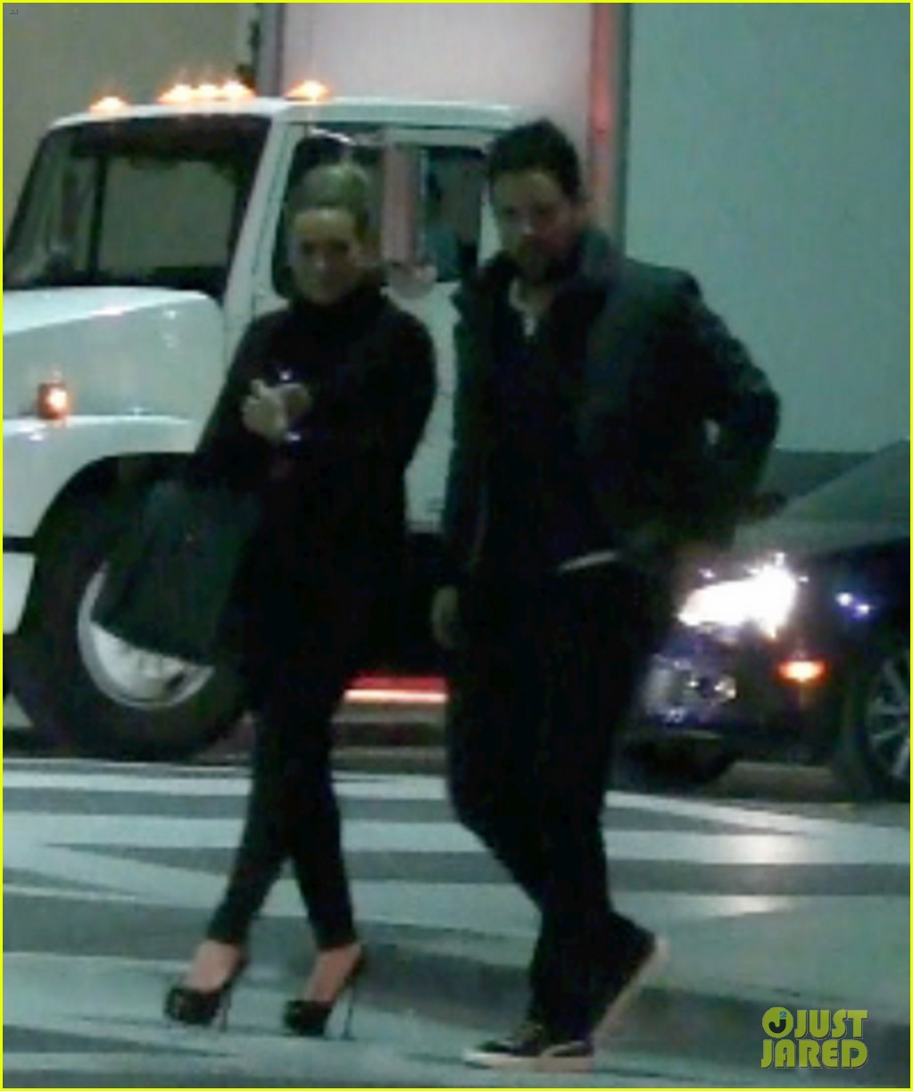 hilary duff dinner date mike comrie 05