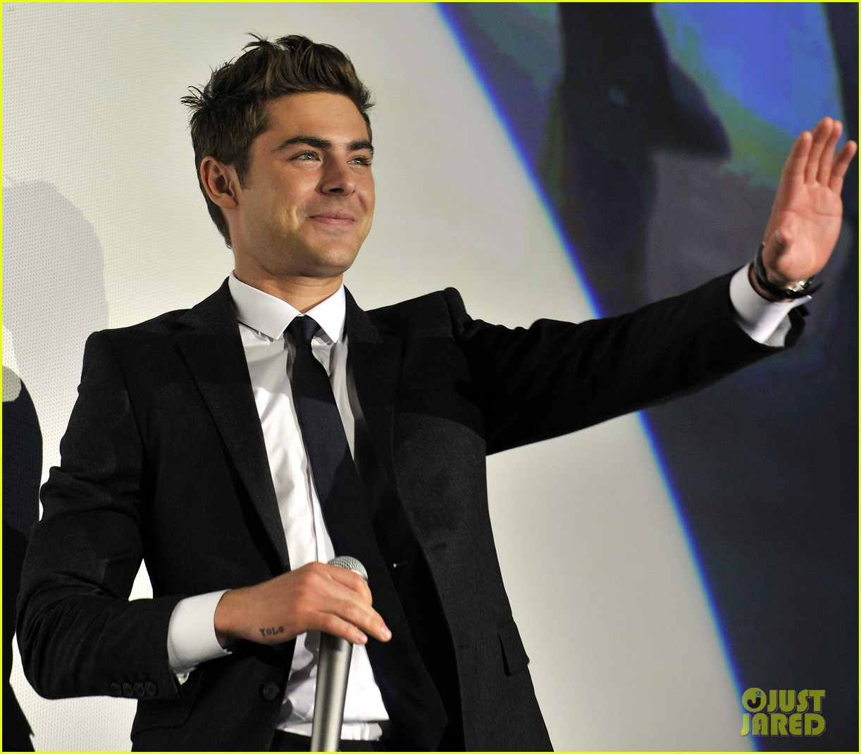 zac efron new years eve japan 04