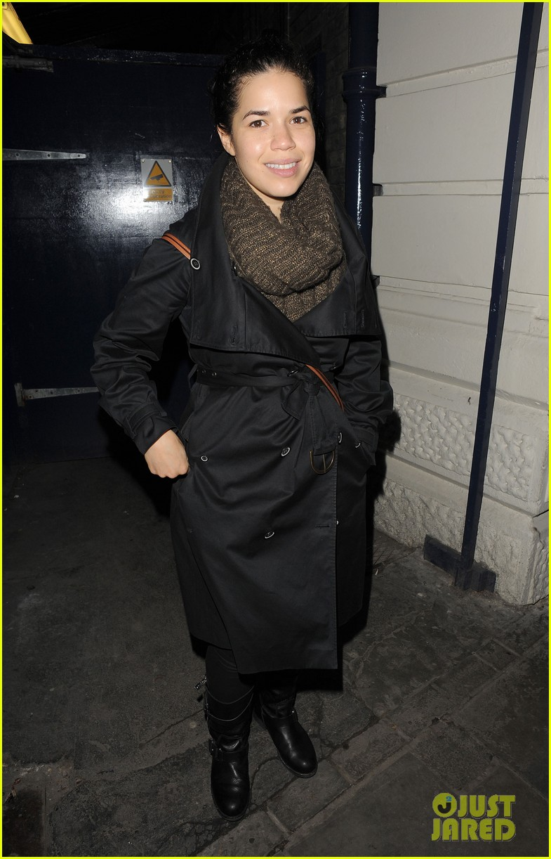 america ferrera leaving chicago 02