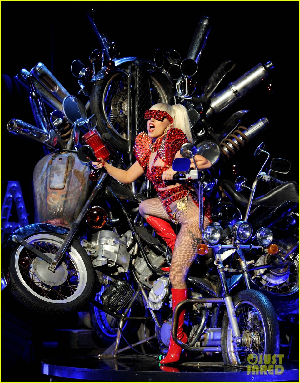 lady gaga 2011 jingle ball la 04