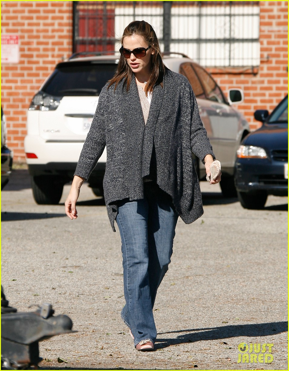 jennifer garner leaves ballet class with the girls 05