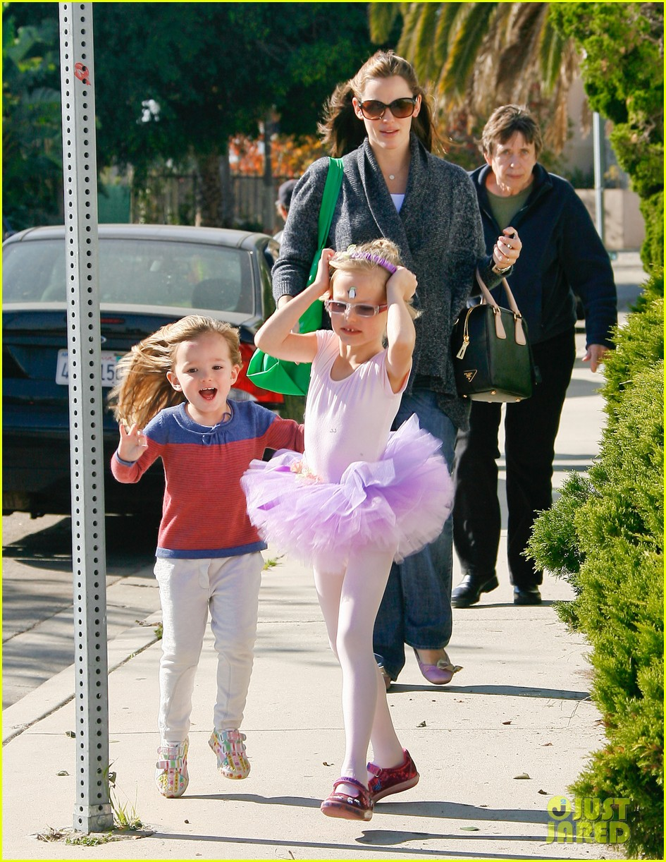 jennifer garner leaves ballet class with the girls 072606331