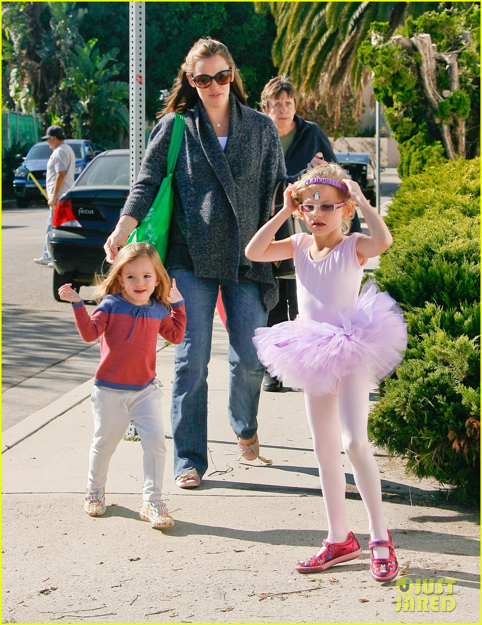 jennifer garner leaves ballet class with the girls 082606332